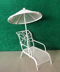 Miniatur Modell, Relaxliege mit Schirm, weiß Höhe 15cm (444444635096439)